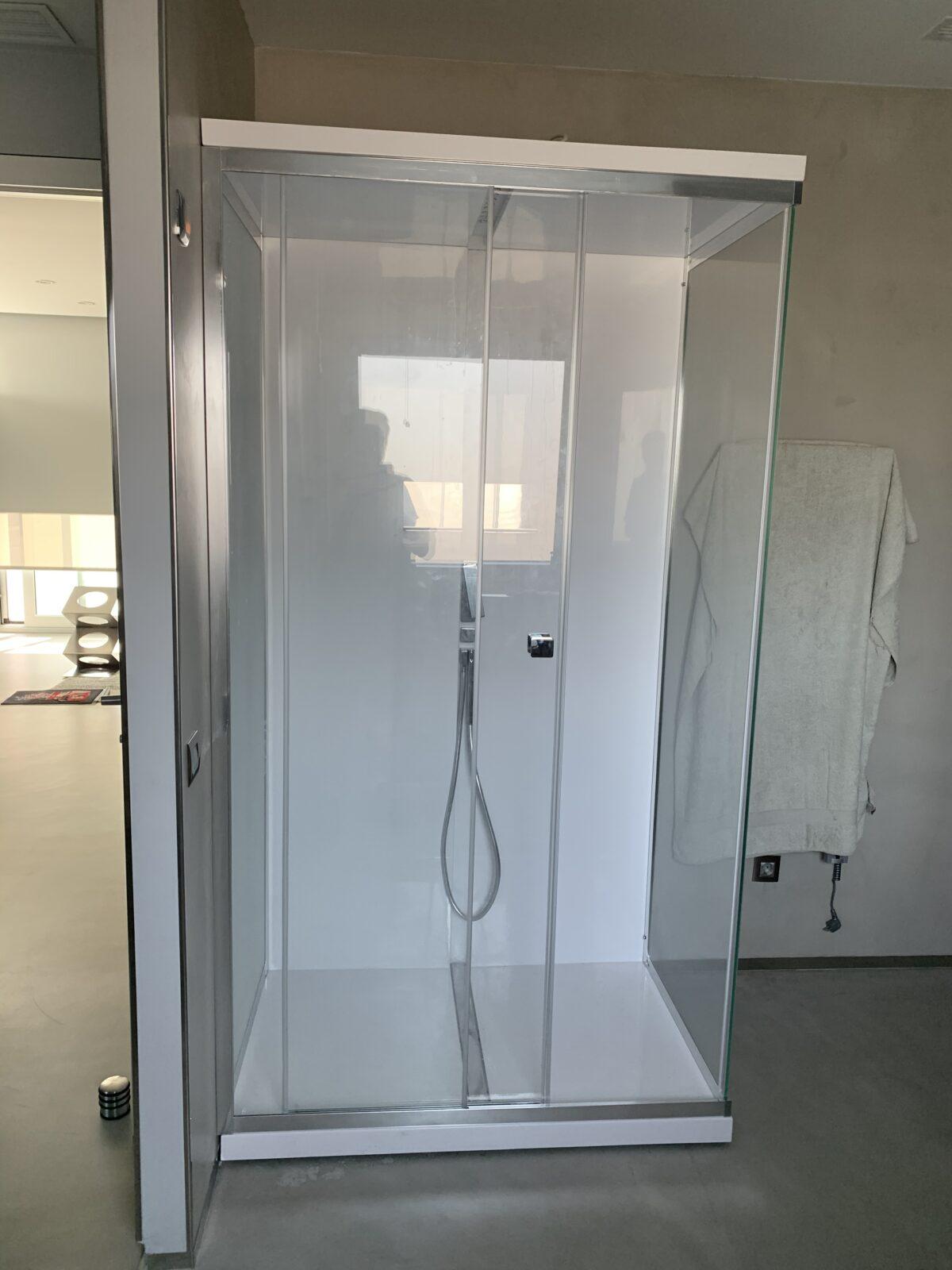 Cabina de Ducha TREESSE modelo Scuretto 812